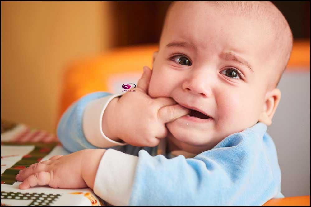 نخفف ألم التسنين عند الرضع