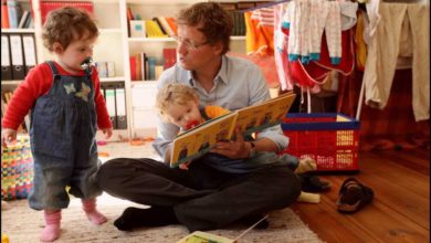 كيف تساعد الطفل في تقبل المولود الجديد